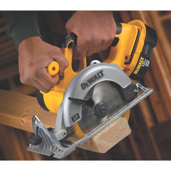 DEWALT 6-1/2-Inch 18-Volt Cordless Circular Saw