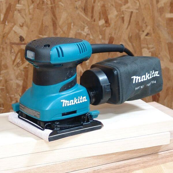Makita 2.0 Amp 4-1/2-Inch Finishing Sander with Case