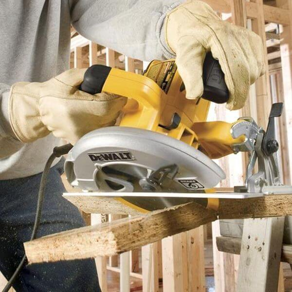 DEWALT 7-1/4-Inch Lightweight Circular Saw with Electric Brake