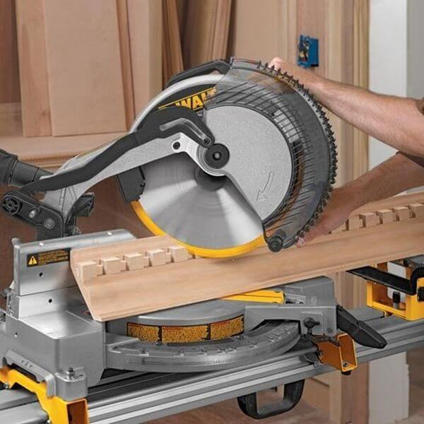 DEWALT 15-Amp 12-Inch Compound Miter Saw